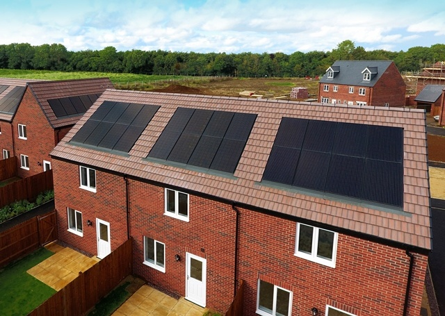 3084-Persimmon-Banbury-integrated-solar(C)ViridianSolar - Low Res